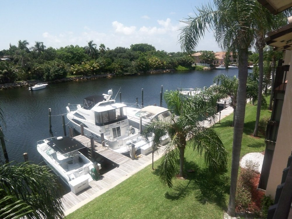 PELICAN HARBOR 270 CAPTAINS WALK DELRAY BEACH FLORIDA 33483